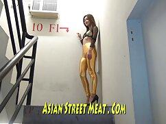 床の上に暴力的なディック 女の子 の アダルト ビデオ